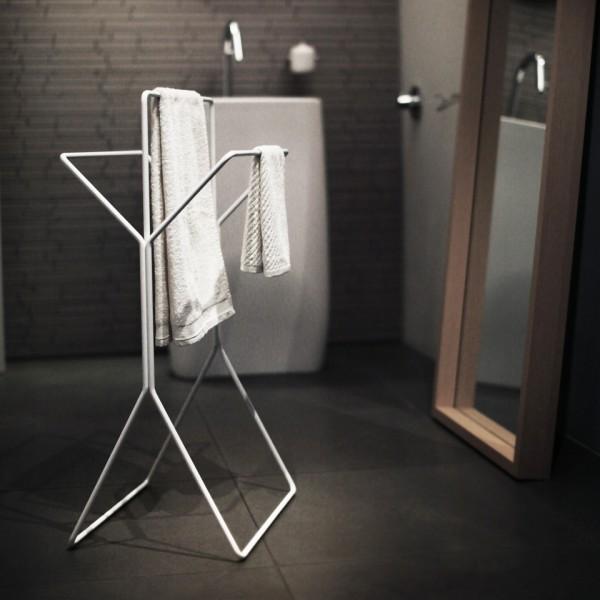 HB-freistehender-Hantuchstaender-wingman-Bad-Ankleide-Designer-Sebastian-Frank-Produkte-Gestaltung-1