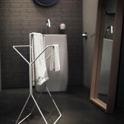 freistehender-Hantuchstaender-wingman-Bad-Ankleide-Designer-Sebastian-Frank-Produkte-Gestaltung-1