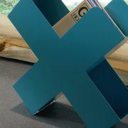 Bukan-Zeitschriftenstaender-Mox-Stahlblech-weiss-schwarz-rot-Design-Charles-O.-Job-13