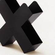 Bukan-Zeitschriftenstaender-Mox-Stahlblech-weiss-schwarz-rot-Design-Charles-O.-Job-8