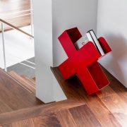 FB Bukan Zeitschriftenstaender Mox Stahlblech weiss schwarz rot Design Charles O. Job 16