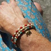 10-Perlenarmbaender-tuerkis-rot-weiss-und-gold-glanz-mit-Elefaentchen-weiss-und-gold-glanz-rot-weiss-und-gold-glanz-farbig-fuer-den-Sommer