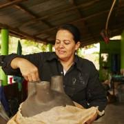 13-Barro-pottery-ceramic-terracotta-Pot-Schale-Topf-gross-und-klein-large-und-small-by-Sebastian-Herkner-ames-sala