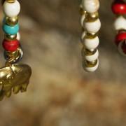 14-Perlenarmbaender-tuerkis-rot-weiss-und-gold-glanz-mit-Elefaentchen-weiss-und-gold-glanz-rot-weiss-und-gold-glanz-farbig-fuer-den-Sommer