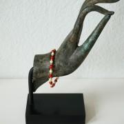 18-Perlenarmbaender-tuerkis-rot-weiss-und-gold-glanz-mit-Elefaentchen-weiss-und-gold-glanz-rot-weiss-und-gold-glanz-farbig-fuer-den-Sommer