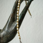 19-Perlenarmbaender-tuerkis-rot-weiss-und-gold-glanz-mit-Elefaentchen-weiss-und-gold-glanz-rot-weiss-und-gold-glanz-farbig-fuer-den-Sommer