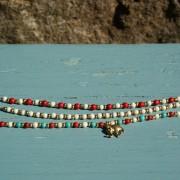 2-Perlenarmbaender-tuerkis-rot-weiss-und-gold-glanz-mit-Elefaentchen-weiss-und-gold-glanz-rot-weiss-und-gold-glanz-farbig-fuer-den-Sommer