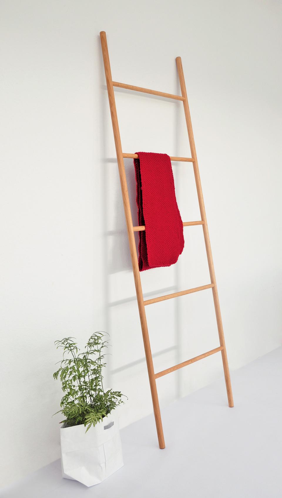 leiter garderobe aus massivholz valeria gunz. Black Bedroom Furniture Sets. Home Design Ideas