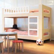 Tisch-rund-farbig-Kinder-Swiss-Design-blueroom-9
